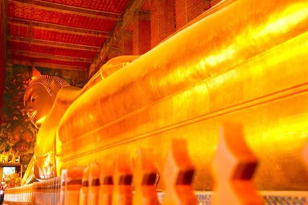 黄金涅槃仏
