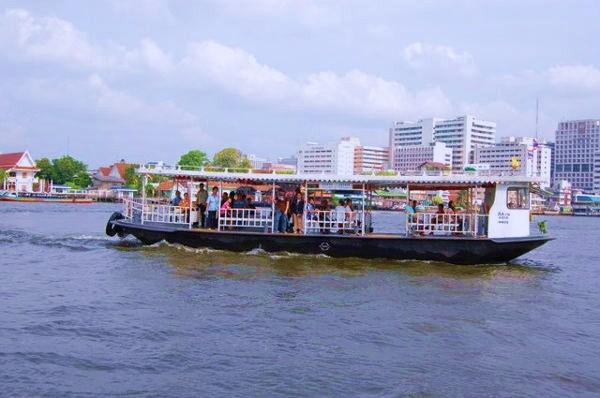 チャオプラヤー川の渡し舟