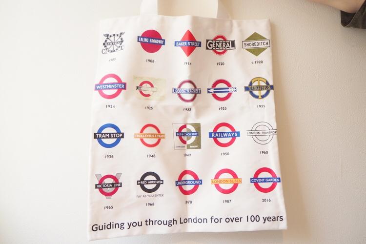 ロンドンの地下鉄グッズのトートバッグ