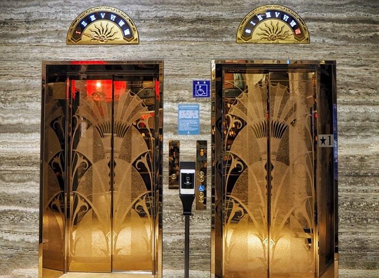 ブルースカイホテルのエレベーター