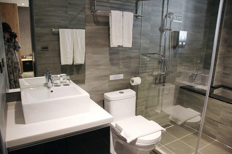 皇家玫瑰旅館 双城館のバスルーム