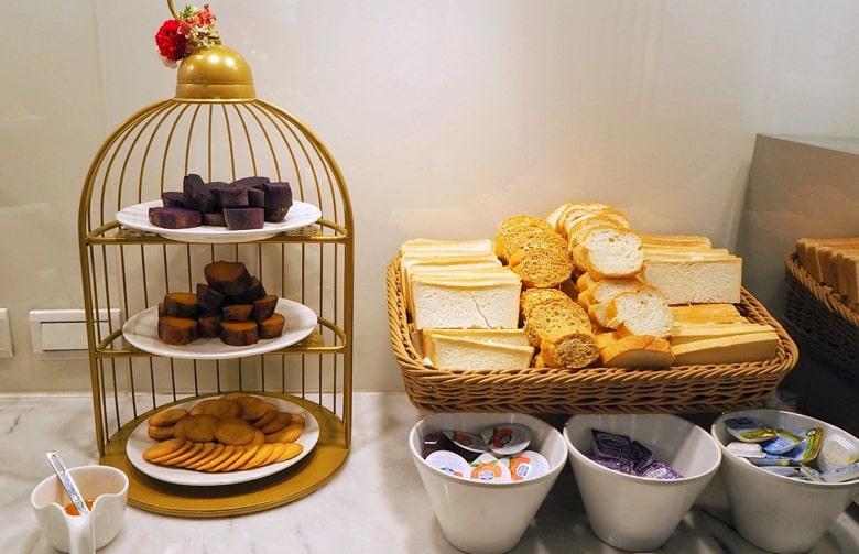 1969ブルースカイホテルの朝食のケーキ