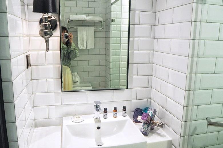 ブルースカイホテルの洗面台