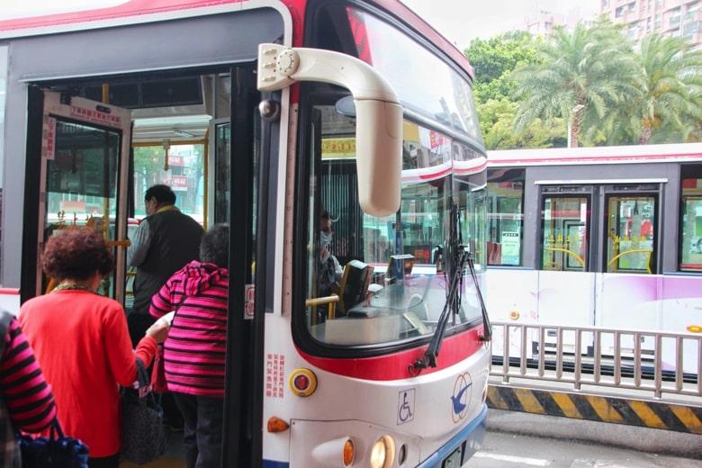 淡水のバス